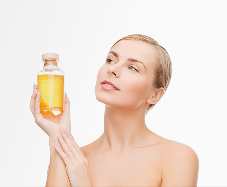woman using essential oil for the skin